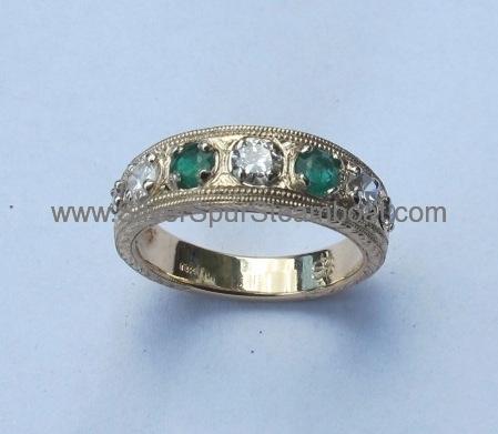 14k-yellow-diamond-and-emerald-band