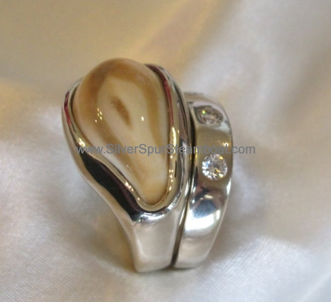elk-tooth-wedding-set in 14k white
