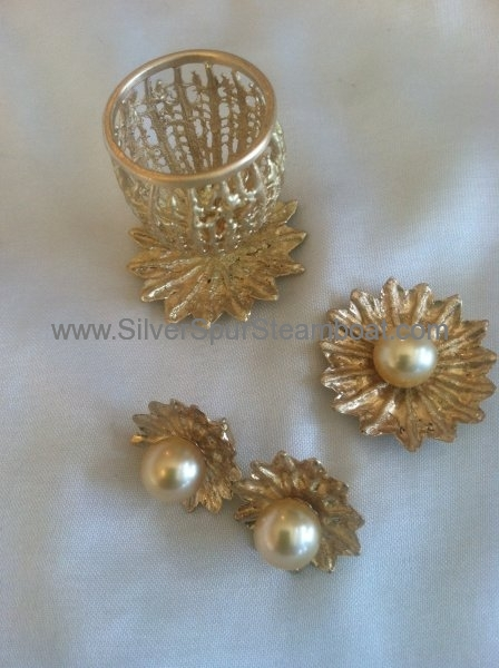 18k gold with gold south sea pears earrings and cotainer with poppy theme
